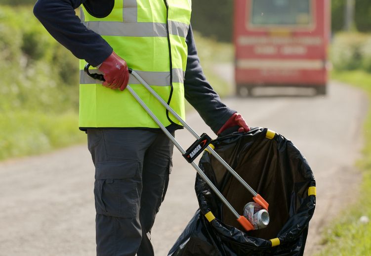 Litter Picking Teams - Right Guard Security